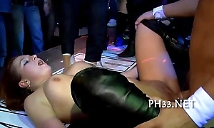 Girls wants to fuck the army dancer
