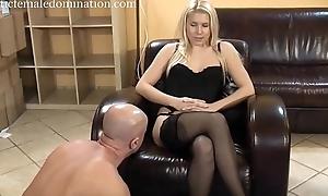 Lint humiliates slave