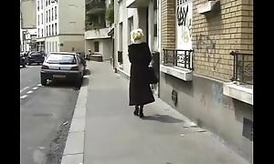 Exhib &agrave_ Pigalle &amp_ partouze au parking
