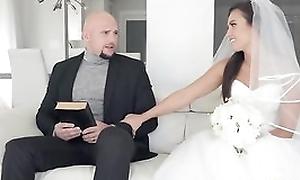 Shameless bride receives her soaking wet pussy hammered