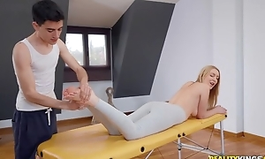 Furnish blondie gets oiled hither and screwed by her masseur